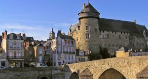 3_0301-laval-chateau-et-vieux-pont